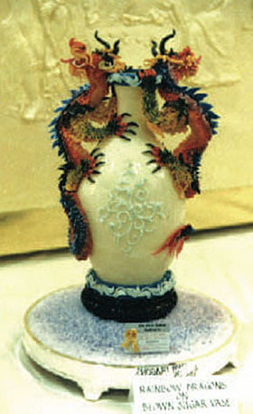 DRAGON VASE - Pastry Centerpiece - GOLD MEDAL