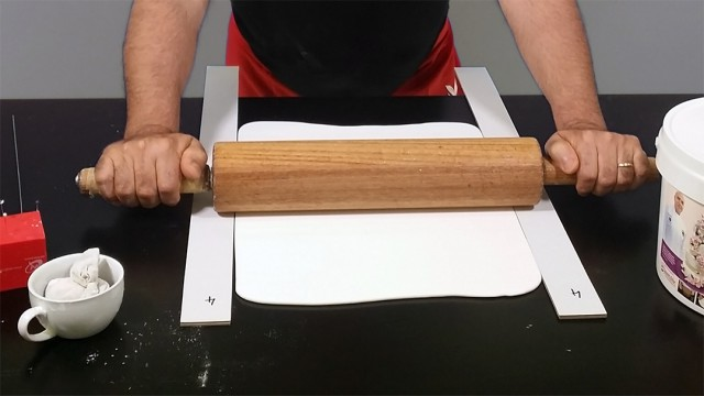 How to Roll Fondant